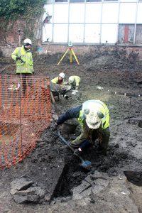 Sara-excavating-roman-well-at-gloscat