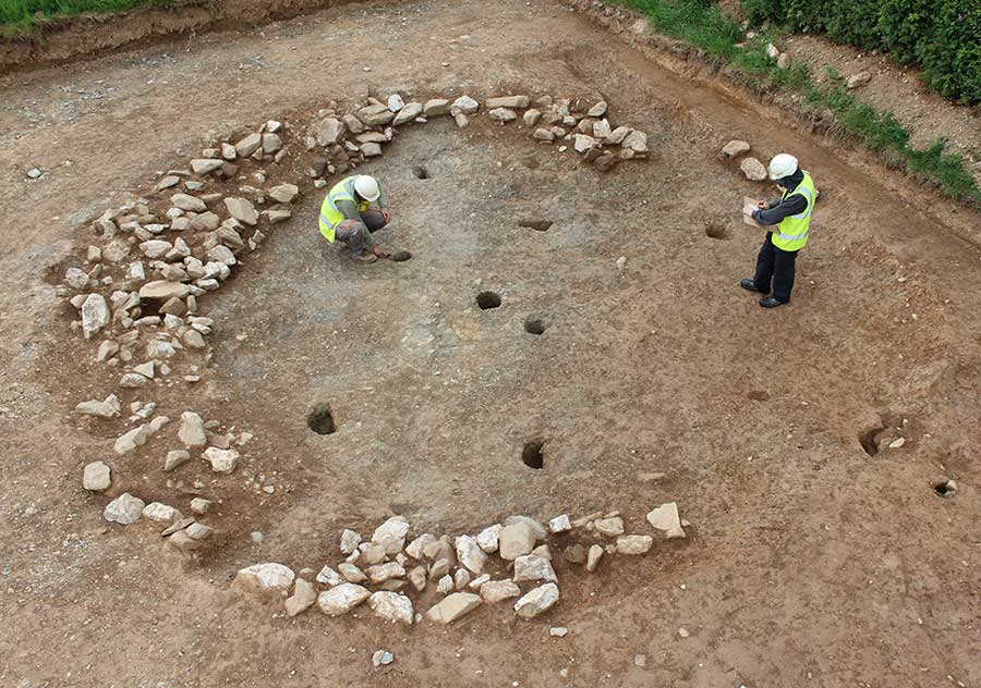 Bronze Age sunken-floored roundhouse remains